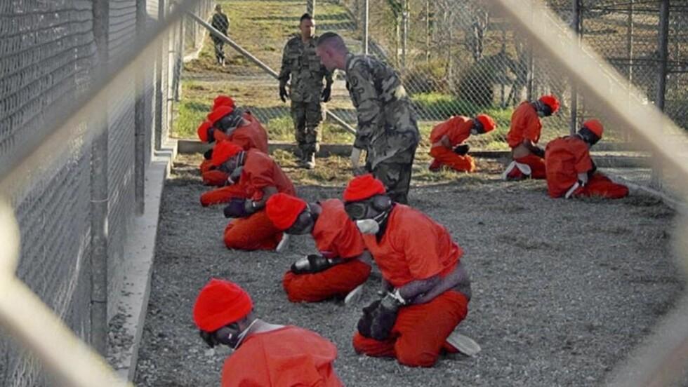 SKAL STENGES: Fengselet på Guantanamo i Cuba skal stenges. Men det er ikke selvsagt hva som vil skje med de innsatte, siden de ikke er dømt for noe vil de ikke bli sittende i fengsel. President Barack Obama har bedt sine allierte land om hjelp til å ta imot noen av fangene, som ikke kan returneres til sitt hjemland. Foto: Scanpix