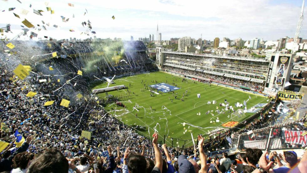 STOR STEMNING: Lokaloppgjøret El Super Clasico mellom gigantene Boca Juniors og River Plate skaper liv på La Bombonera-stadion i Buenos Aires. Nå vil myndighetene registrere alle som skal inn på fotballarenaer i Argentina. Grunnen er at voldelige supportermafiaer skal stoppes.Foto: MARCUS BRINDICCI/REUTERS/SCANPIX
