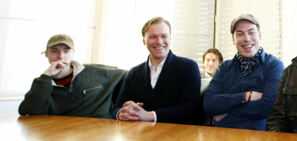 SUKSESS Etter at «Max Manus» slo alle rekorder fikk Thomas Nordseth-Tiller (t.h.) og skuespillerne Knut Joner og Christian Rubeck servert bløtkake på kulturminister Trond Giskes kontor. Nå, bare måneder senere, er Nordseth-Tiller gått bort etter et lengre tids sykeleie.