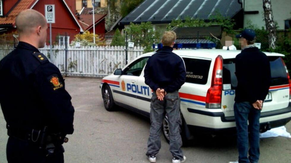 ANHOLDT: 12 personer er anholdt av politiet etter at casuals fra Vålerenga og Fredrikstad barket sammen. Foto: Harald S. Klungtveit