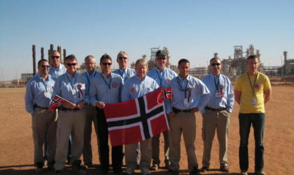 17. MAI I ØRKENEN:  Dette teamet fra StatoilHydro feirer 17. Mai i Sahara i Algeria.