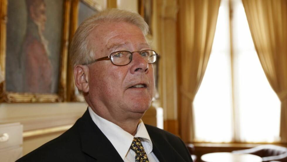 MISFORNØYD: Carl I. Hagen er ikke fornøyd med næringsministerens håndtering av Aker-saken. Foto: Cornelius Poppe / SCANPIX