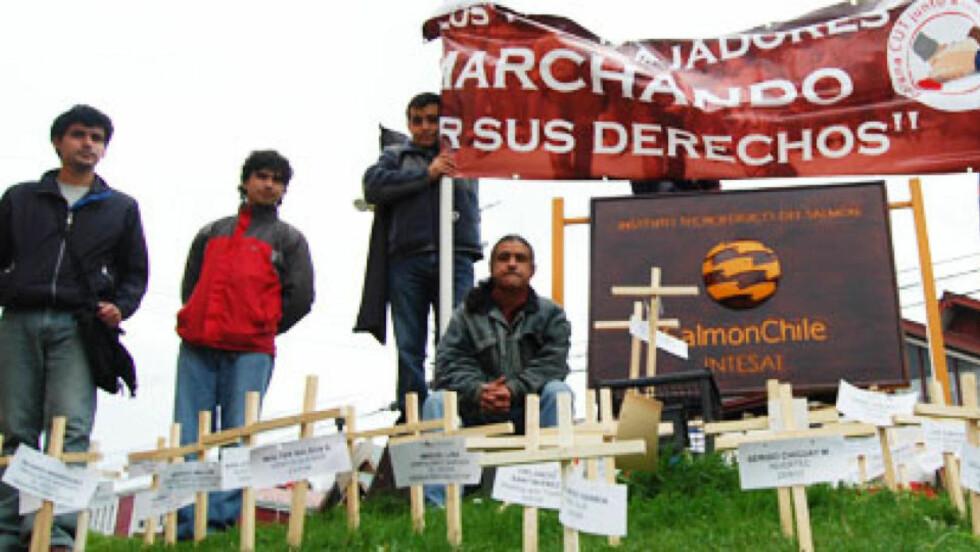 MANNEFALL: 63 arbeidere er omkommet i chilensk oppdrett på fire år. Her en demonstrasjon i oppdrettshovedstaden Puerto Montt 1. mai i år. Foto: Ecoceanos