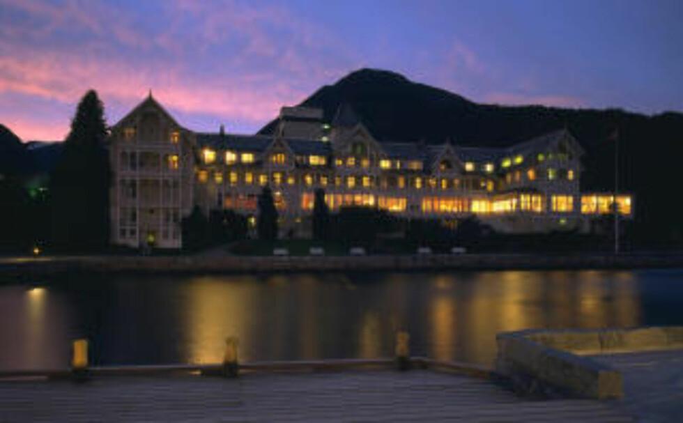 DAGENS PREMIE: Kviknes Hotel byr på overnatting og båttur på Sognefjorden.