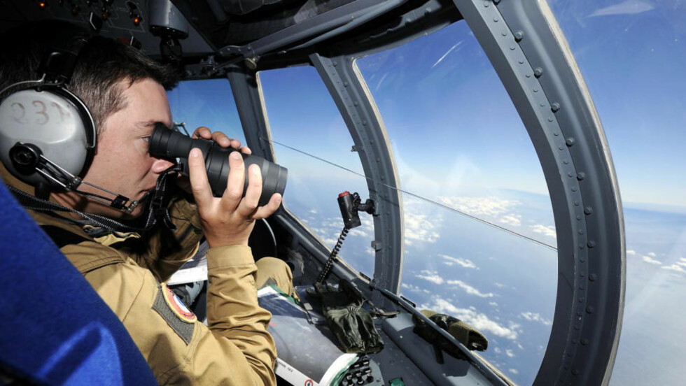 EKSTREMT OMFATTENDE SØK: Fly fra det brasilianske luftforsvaret har i halvannet døgn lett etter det styrtede Air France-flyet i flere hundre kilometers radius, men fant først i kveld betydelige mengder vrakgods fra flyet. Foto: SCANPIX