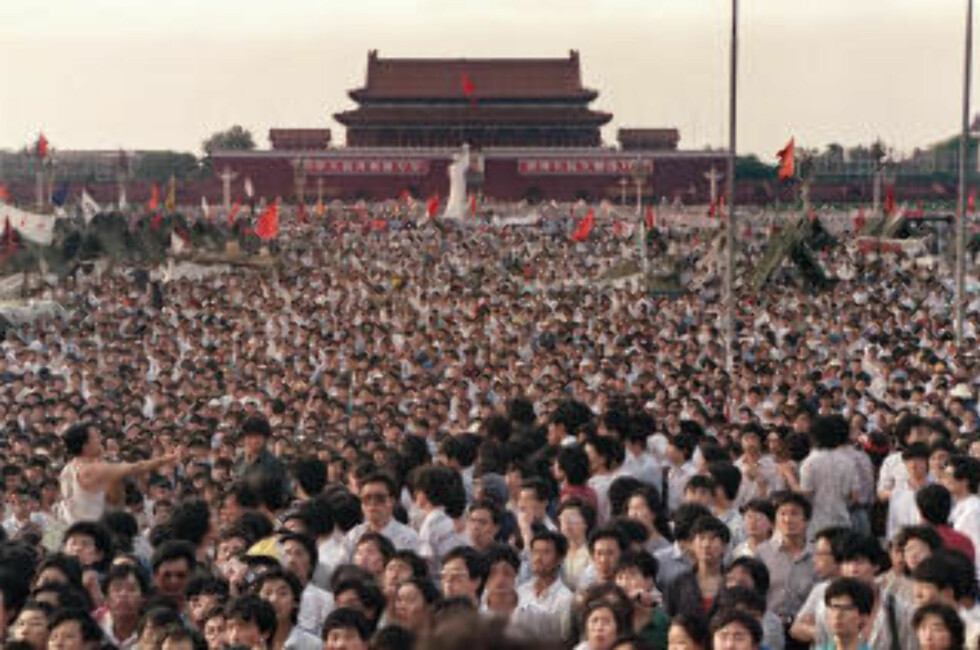 MASSEMØNSTRING: Titusener, kanskje hundretusener av studenter og arbeidere deltok i demonstrasjonen for demokrati.   Foto: AFP PHOTO / CATHERINE HENRIETTE / SCANPIX