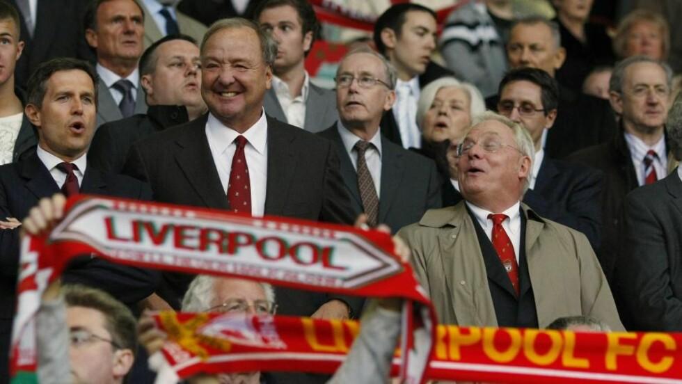 DE HAR LURT OSS: Mange Liverpool-supportere håper de økonomiske problemene kan føre til at amerikanerne Tom Hicks og George Gillett selger seg ut av klubben og overlater den til noen andre. Foto: SCANPIX/REUTERS/Phil Noble