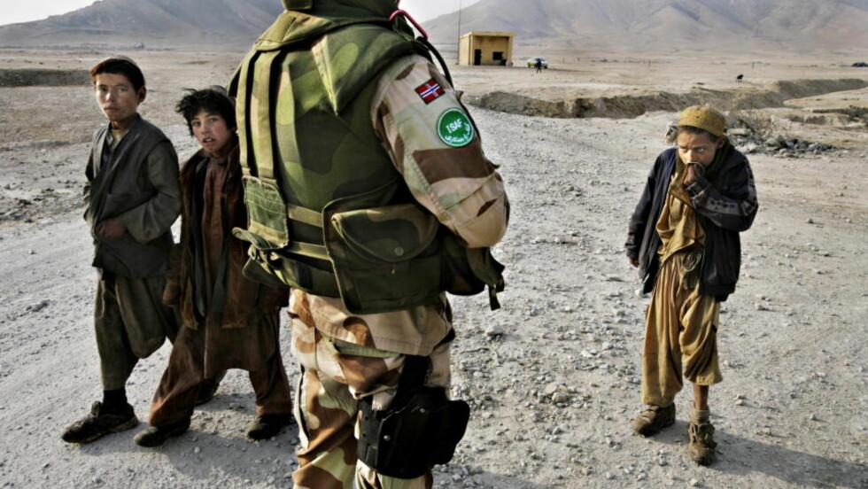 KRITIKK: En NATO-rapport sier fokuset på kvinners rettigheter er fraværende hos norske soldater i Afghanistan. Jonas Gahr Støre reagerer. FOTO: ESPEN RØST