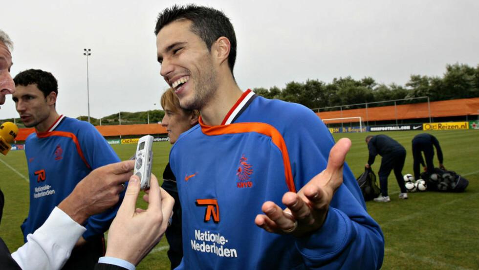 VI HAR SCORET 14... Robin van Persie trekker på smilebåndet av Drillos beskyldninger om at Nederland ikke scorer så mange som de burde med så gode spillere. Foto: Arnt E. Folvik