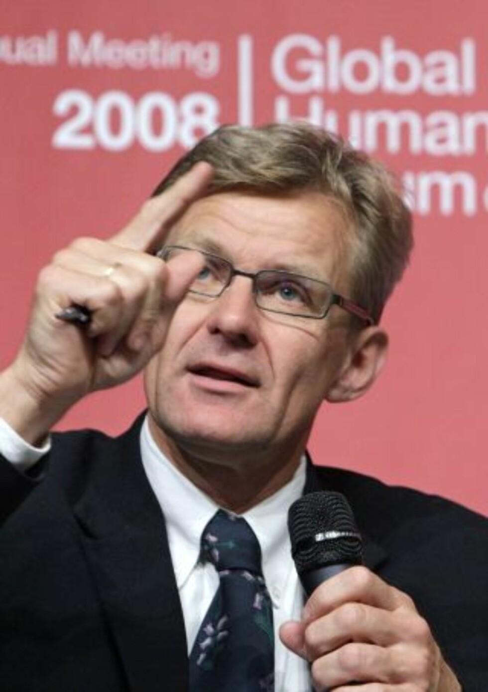 Jan Egeland (bildet) er direktør i NUPI, Mariano Aguirre er direktør ved Det norske fredsbyggingssenter, NOREF. De skriver sammen dagens Agenda i Dagbladet. Foto: SCANPIX/AP