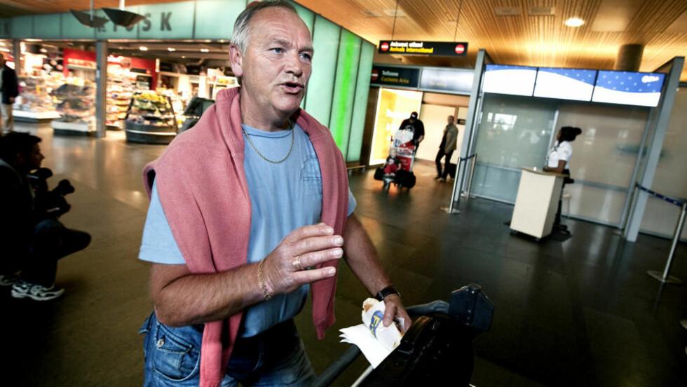 - DE SPANSKE FLYGERNE VAR HELT RÅ: Øyvind Melsom er imponert over de pilotene etter nødlandingen på Gran Canaria i dag morges. Foto: Henning Lillegård/Dagbladet