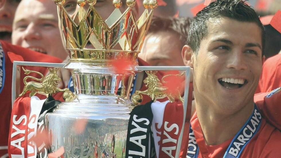 PÅ VEI TIL MADRID: Bare formaliteter gjenstår før Cristiano Ronaldo får sin overgang til Real Madrid. Kenneth Fredheim og Lars Tjærnås tor overgangen skjer på et riktig tidspunkt.Foto: EPA/MAGI HAROUN