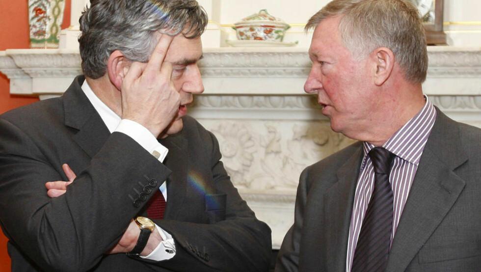 TROR UNITED BLIR BEDRE: Storbritannias statsminister Gordon Brown (t.v.) tror Alex Ferguson kommer til å komme styrket ut av salget av Cristiano Ronaldo. Foto: Kirsty Wigglesworth, Reuters/Scanpix