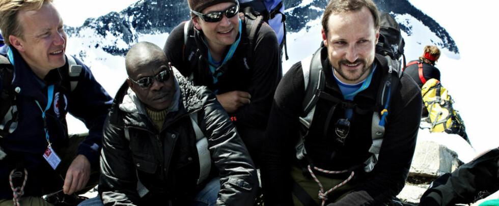 NÅDDE TOPPEN: Kronprins Haakon var i dag med en tur til Galdhøpiggen, i regi av Integrerings- og mangfoldsdirektoratet (IMDi) og Røde Kors. Foto: NINA HANSEN