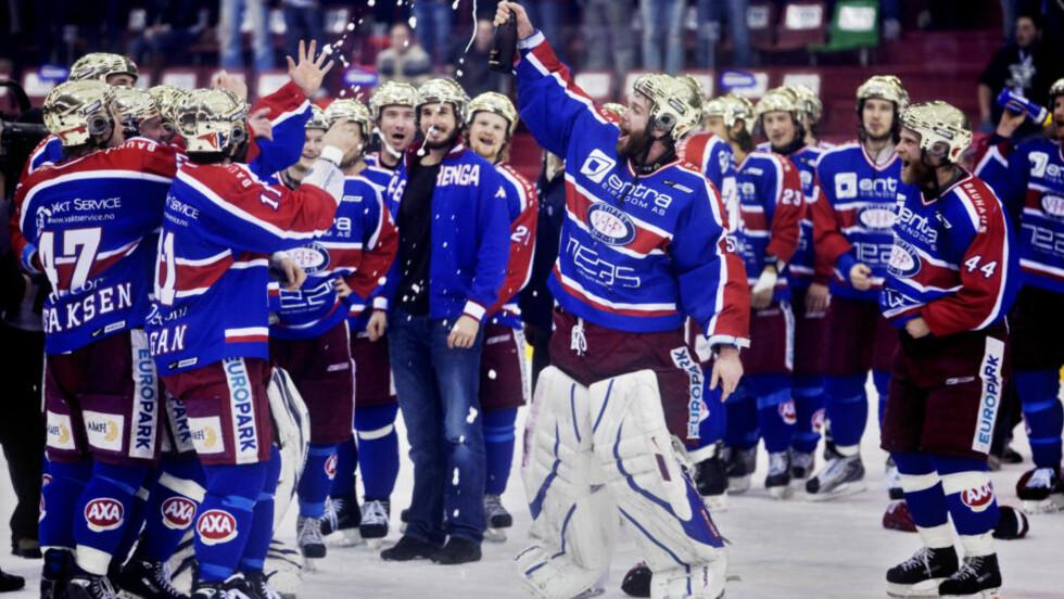 AVLYST: Vålerengaspillerne jublet for planene om en mesterliga i ishockey, men nå skrinlegges planene inntil videre.  Foto:  Kyrre Lien   / SCANPIX