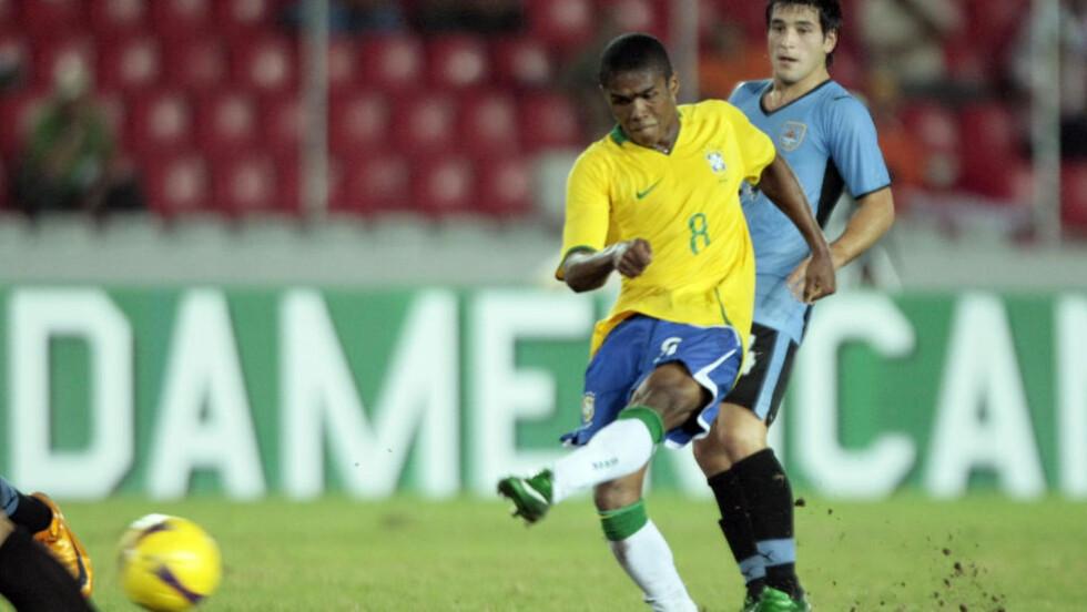 ETTERTRAKTET: Douglas Costa er bare 18 år gammel, men europeiske storklubber har likevel fulgt ham i to år. Foto: REUTERS