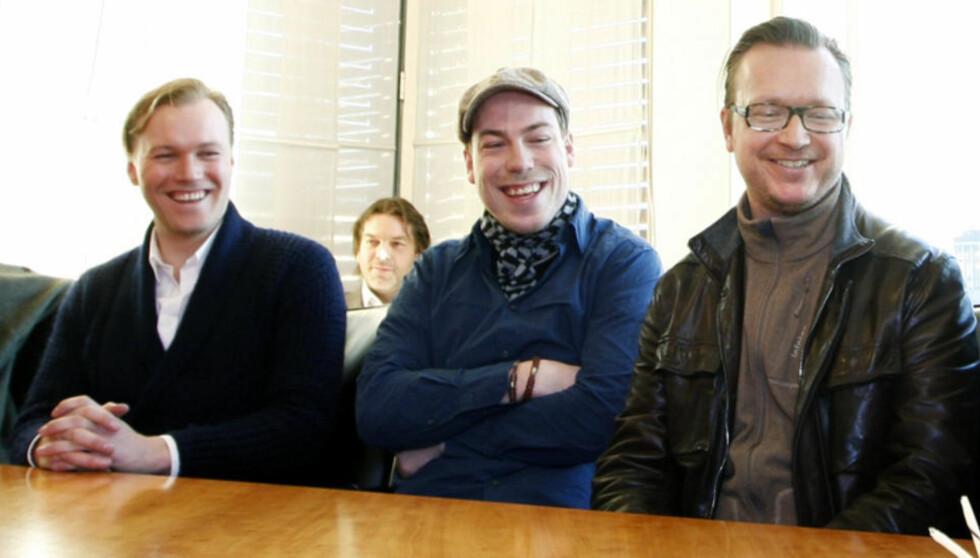 KAN FÅ AMANDA-PRIS: Manusforfatter Thomas Nordseth-Tiller. Her mellom skuespiller Christian Rubeck (til venstre) og regissør Espen Sandberg.  Foto: Erlend Aas / SCANPIX