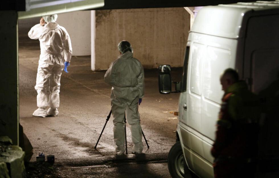 DREPT I GARASJEN: Politiet mener drapet i dette garasjeanlegget i boligsameiet Hofftunet i Oslo ble begått i affekt, og at bakgrunnen var overfladiske skader på en eller flere biler. Foto: SCANPIX