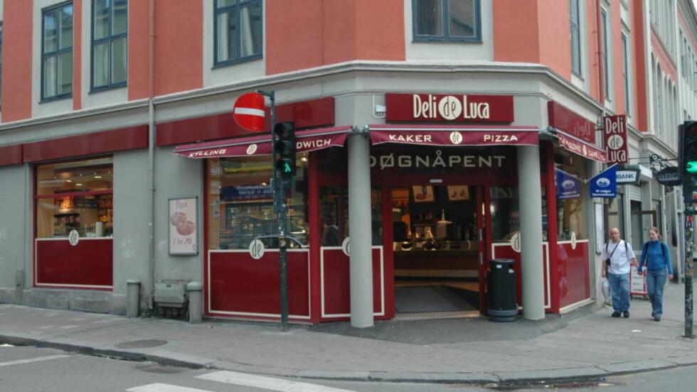 IKKE BLÅTANN-TILBUD: Deli de Luca dropper nå å sende ut tilbud til kundene gjennom blåtann i butikken. Det nye tilbudet karakteriseres av Forbrukerombudet som det samme som reklame på SMS.  Foto: ARNE V. HOEM