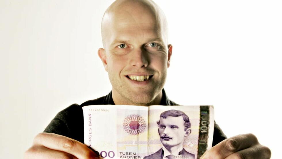 - IKKE BLI FOR LÅNEKÅT: Dagbladets økonomiekspert, Hallgeir Kvadsheim, mener at det i praksis er gratis å låne penger etter stadige rentekutt. Foto: OLE C. H. THOMASSEN/Dagbladet