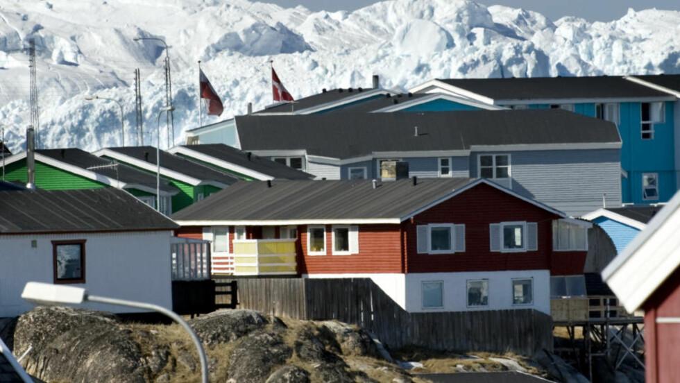 FATTIGE: Flere boliger er i dårlig stand på Grønland ettersom en stor del av befolkningen er fattige. Dette bildet er fra den Ilussat, nord i Grønland hvor det bor 5000 mennesker. Foto: Jonas Ekströmer / SCANPIX