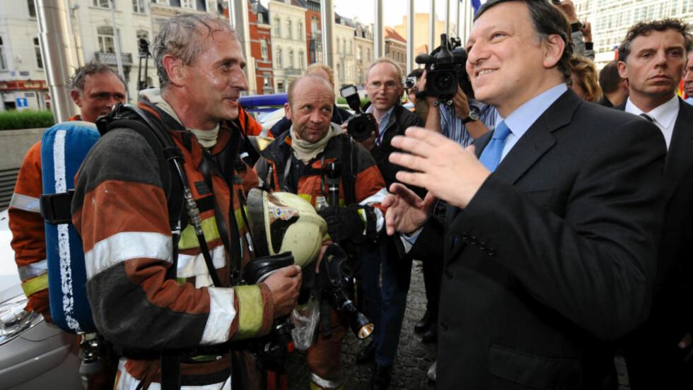 FORTSETTER: EUs toppledere mener José Manuel Barroso (t.h.) bør få fem nye år som president i EU-kommisjonen. Foto: REUTERS / Eric Vidal / SCANPIX    AFP PHOTO/JOHN THYS
