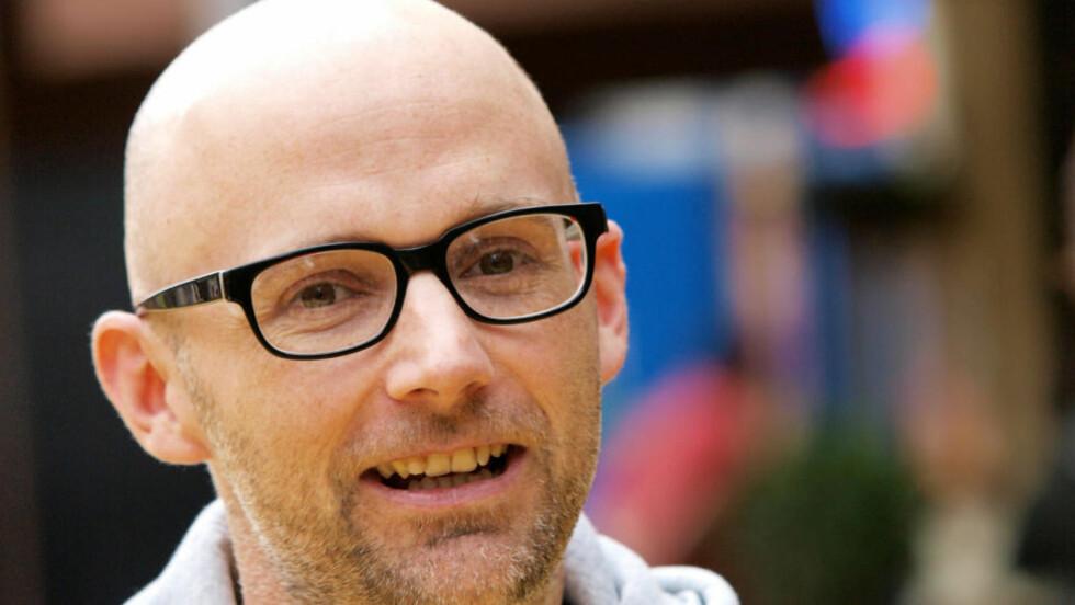 LAGER BLÅBÆRPAI ISTEDET: Albumaktuelle Moby har roet seg ned, sluttet å feste og begynt å samarbeide med David Lynch. Snart kommer albumet «Wait For Me». Foto: AFP Photo/Max Nash