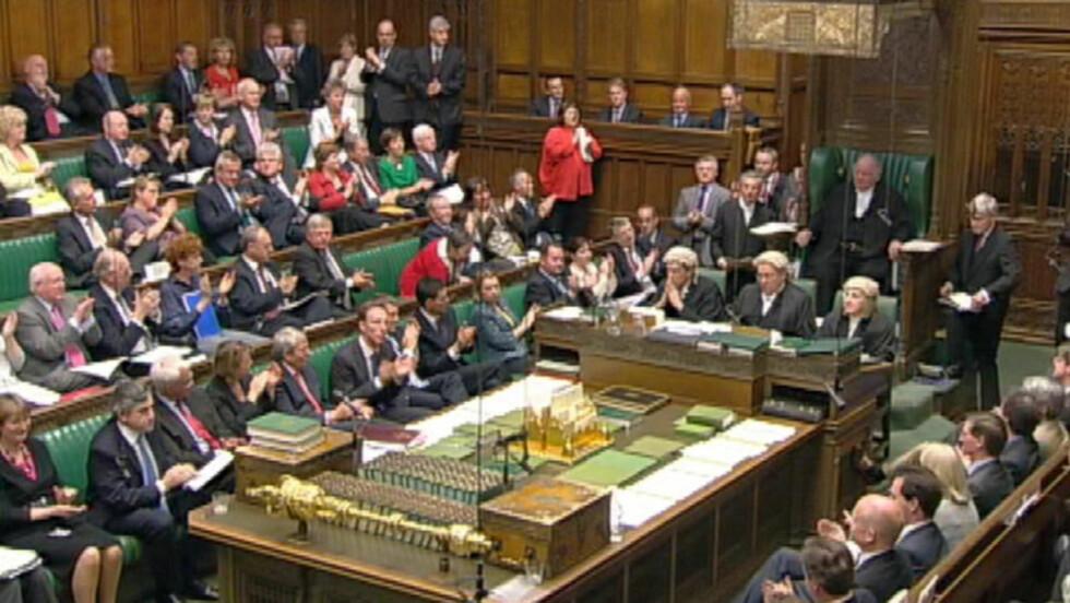 TAR ALDRI SLUTT: Frynsegodeskandalen ser ut til å bli et vedvarende mareritt for begge de største partiene i Storbritannia. Nå blir flere av medlemmene i Underhuset og minst én representant i Overhuset politietterforsket. Foto: REUTERS / SCANPIX