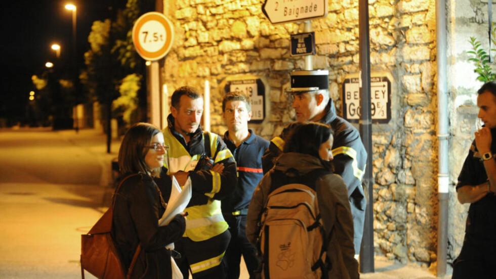 AVSPERRET: : Fransk politi avsperret ulykeksområdet etter helikopterulykken i Isere-regionen i går kveld. Foto: JEAN-PIERRE CLATOT, AFP/SCANPIX.