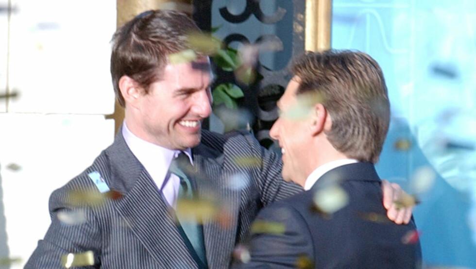 HØY KJENDISFAKTOR: Scientologene har flere profilerte medlemmer, med Tom Cruise som det mest kjente. Cruise gir her kirkens leder David Miscavige en god klem. Miscavige beskyldes nå for omfattende voldsbruk av tidligere medlemmer. Foto: AP Photo/Paul White/Scanpix