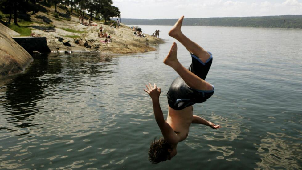 SOMMERVÆR I VENTE: Forhåpentligvis stiger også badetemperaturene når det varme sommerværet slår til for fullt denne uka. Foto: Cornelius Poppe / SCANPIX .