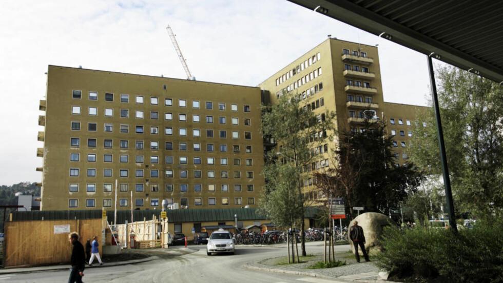 FRYKTER KONSEKVENSENE: - Vi mener dette er uforsvarlig, sier styreleder Einar Strøm ved St. Olavs hospital i Trondheim. Foto:  Gorm Kallestad/SCANPIX