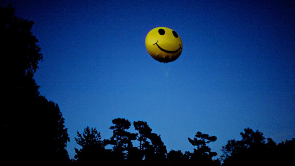 SMILTE TIL HOVE: Men nå er Bjørn Bjarres kunstinstallasjon på det sentrale festivaltorget søkk borte. Foto: LARS EIVIND BONES