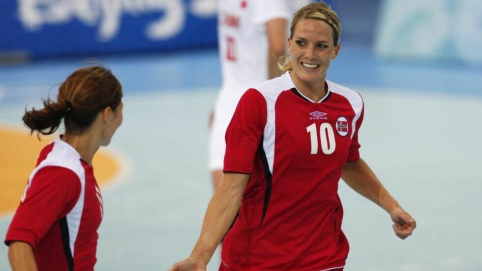 USIKKER: Gro Hammerseng er usikker på om hun vil bli med til Kina-VM i desember. Playmakeren vil ikke risikere helsa for å få den ene medaljen hun mangler i premiesamlingen. Foto: Erik Johansen / SCANPIX .