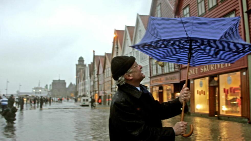 BLØTT: Bergenserne og byens tidligere ordfører Herman Friele kan vente seg mer regn framover, ifølge rapporten Klima i Norge 2100. Arkivfoto: Oddmund Lunde / Dagbladet