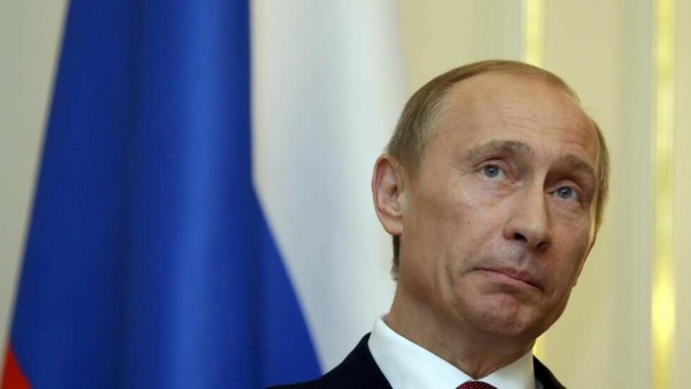 SUR: Russlands statsminister Vladimir Putin ble irritert av pølser til omtrent 50 kroner. - Er det normalt? tordnet han.  EPA/SERGEY PONOMAREV / POOL