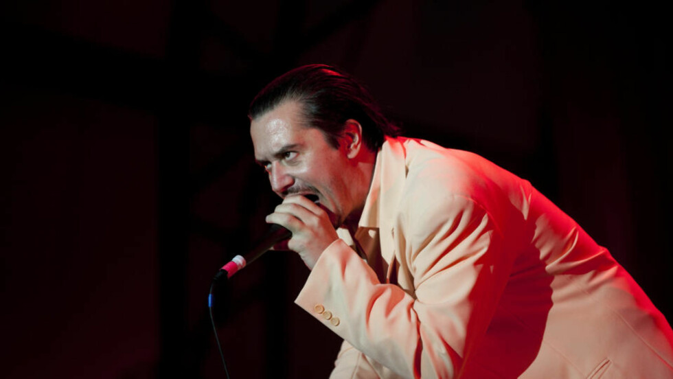 GJENFORENT: Faith No More med Mike Patton spilte torsdag som siste band på Hovescenen under siste dag av årets Hovefestival. Foto: Tor Erik Schrøder / SCANPIX .