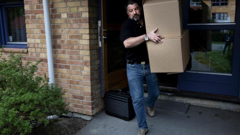 RANSAKET: Etter pågripelsen på mandag startet tekniske etterforskere undersøkelser av siktedes leilighet på Hofftunet. Foto: HENNING LILLEGÅRD