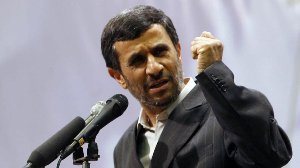 ADVARER: Irans president Mahmoud Ahmadinejad under talen han hold for den lovgivende forsamlingen 27. juni 2009. Foto: AFP PHOTO/ISNA/ARASH KHAMOOSHI