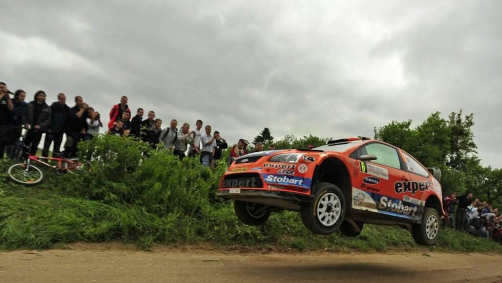 STERK AVSLUTNING: Henning Solberg kjørte fremragende i to av dagens fartsprøver og kapret tredjeplassen i Polen. Foto: EPA