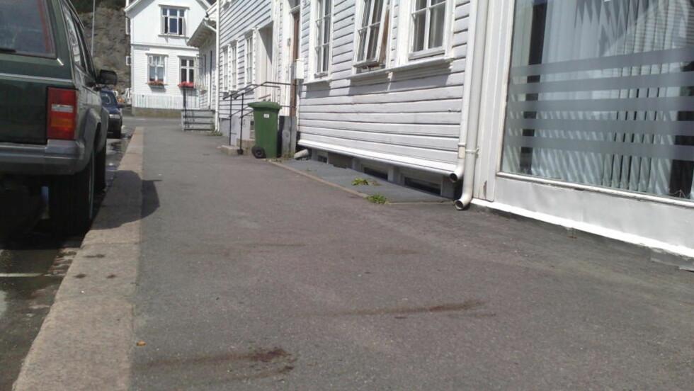 STUKKET MED SABEL: Etter en krangel ble en mann stukket ned med en sabel i Kirkegata i Kristiansand. Foto: Erling Hægeland