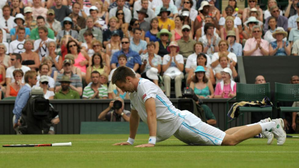 GAME OVER: Robin Söderling ble ikke overraskende slått ut av Roger Federer. Foto: AFP