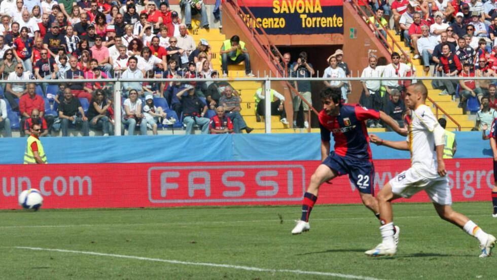 INTER-KLAR: Diego Milito har pøst inn mål for Genoa i Serie A, som her mot Lecce. Nå er han klar for José Mourinhos Inter.Foto: SCANPIX/AP/Italo Banchero