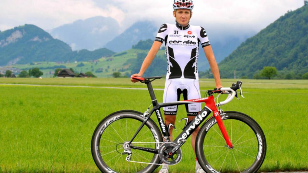 SOMMERFARGE: Slik skal Cervelo TestTeam-rytterne kle seg under Tour de France. Hvitt blir ikke så varmt som svart i solsteika.Foto: Cervélo/TDWSports.com