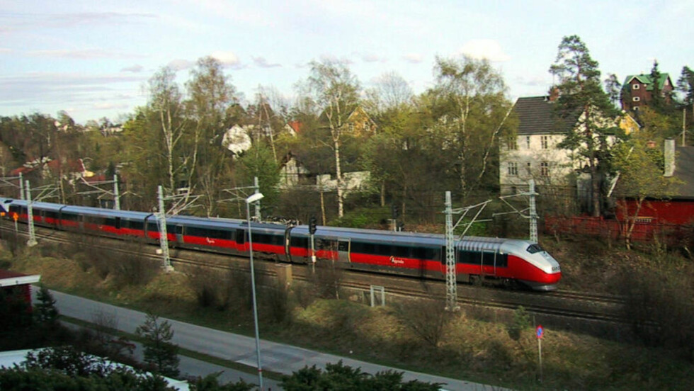 NYE TOG OG NYE PLATTFORMER: Det må til for at jernbanenettet kan brukes av alle. Foto: SCANPIX
