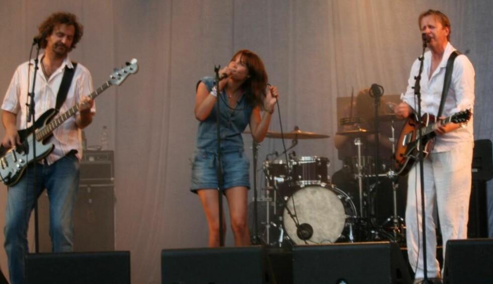 «FLINK»: Frida Børli Solaker (17) har gjort som søskenbarnet sitt, rockestjernen Ida Maria Børli Sivertsen (24); sunget duett med Lars Lillo-Stenberg i deLillos.  Foto: Jonas Pettersen