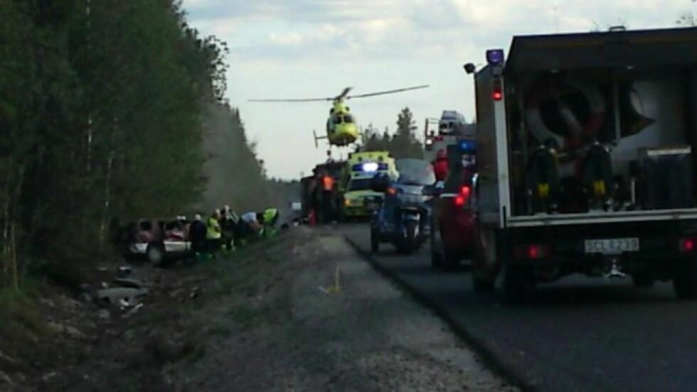 GIKK RUNDT: Minibussen den norske vamilien kjørte, gikk rundt flere ganger, ifølge politiet. Foto:Expressen