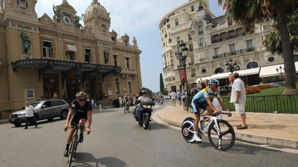 TOUR-KJEMPENE: Lance Armstrong har sju seire og Alberto Contador vant for to år siden. Her under dagens treningsøkt i Monaco. Foto: AFP