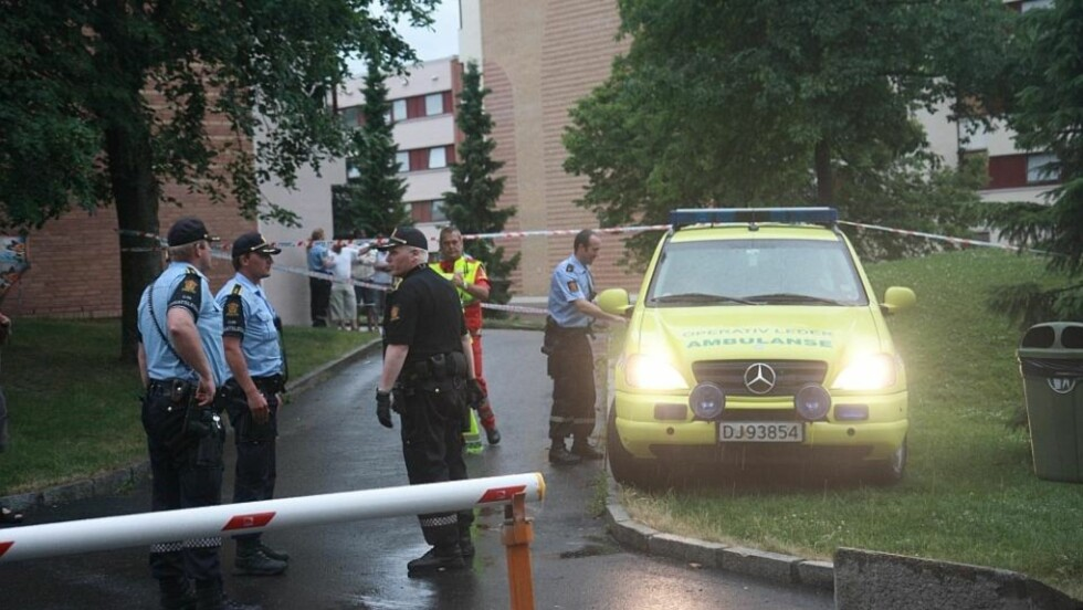 STOR POLIKIAKSJON: To menn i 20-årene ble knivstukket i et masseslagsmål på Trosterud. Foto: Svein Gustav Wilhelmsen