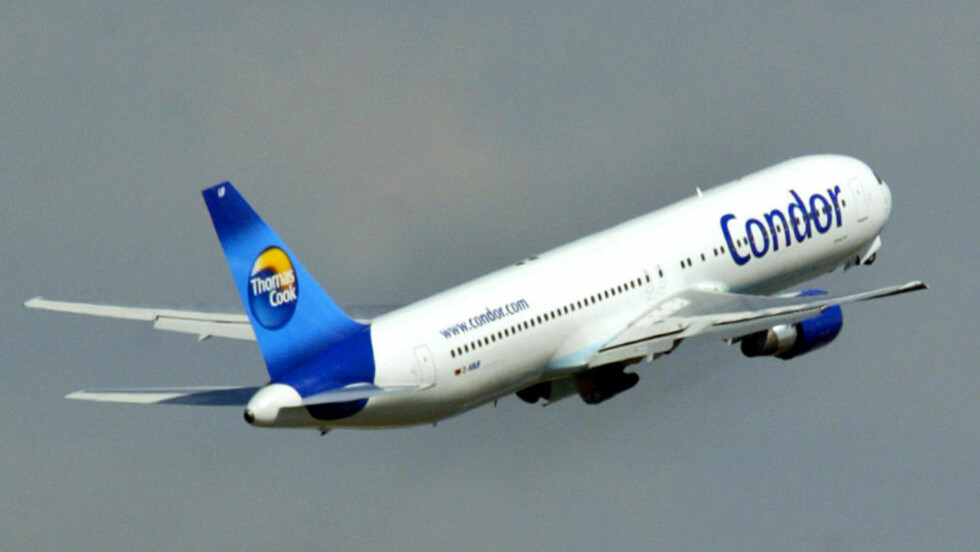 FLAKS: De reisende med et Thomas Cook-fly på vei fra Menorca til Glasgow var heldige da det befant seg en flymekaniker om bord på flyet som fikk tekniske problemer. Foto: AP Photo/Franka Bruns